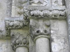 Ancienne église priorale Saint-Pierre de Parthenay-le-Vieux - Français:   Église Saint-Pierre de Parthenay-le-Vieux, Parthenay (79). Extérieur. Façade occidentale. Détail.