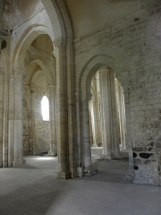 Ancienne église priorale Saint-Pierre de Parthenay-le-Vieux - Français:   Église Saint-Pierre de Parthenay-le-Vieux, Parthenay (79). Intérieur. Nefs vues du croisillon nord.
