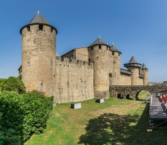 Cité de Carcassonne - English: Castle of Carcassonne, Aude, France       This place is a UNESCO World Heritage Site, listed as Ville fortifiée historique de Carcassonne.  العربية| asturianu| беларуская| беларуская (тарашкевіца)| বাংলা| català| čeština| dansk| Deutsch| English| español| euskara| فارسی| français| עברית| hrvatski| magyar| bahasa Indonesia| italiano| 日本語| 한국어| latviešu| македонски| മലയാളം| مازِرونی| Nederlands| polski| português| português do Brasil| română| русский| sicilianu| slovenčina| slovenščina| Türkçe| українська| Tiếng Việt| 中文| 中文(中国大陆)| 中文(简体)| 中文(繁體)| 中文(台灣)| +/−         NOTE: This image is a panorama  consisting of 6 frames that were merged or stitched in Adobe Lightroom. As a result, this image necessarily underwent some form of digital manipulation. These manipulations may include blending, blurring, cloning, and colour and perspective adjustments. As a result of these adjustments, the image content may be slightly different from reality at the points where multiple images were combined. This manipulation is often required due to lens, perspective, and parallax distortions.  Boarisch| български| dansk| Deutsch| Zazaki| Ελληνικά| English| Canadian English| British English| Esperanto| español| eesti| suomi| français| hrvatski| magyar| italiano| 日本語| 한국어| македонски| മലയാളം| Nederlands| polski| português| русский| sicilianu| slovenščina| svenska| Türkçe| українська| العربية| 中文| +/−