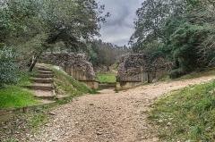 Pont du Gard et aqueduc romain de Nîmes - English:   Pont de Valmale in Remoulins, Gard, France