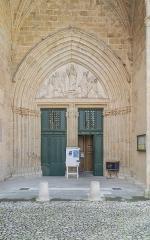 Ancienne cathédrale, actuelle église paroissiale Saint-Fulcran - English: Portal of the Saint Fulcran cathedral of Lodève, Hérault, France