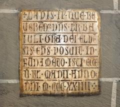 Cathédrale Saint-Jean-Baptiste - English: Second marble building incription