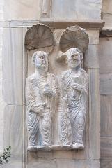 Ancien grand Séminaire - English: Medieval marble sculpture of two saints at the portal of Église Saint-Jean le Vieux de Perpignan, situated in the small court NW of Perpignan Cathedral  Ministère de la Culture (France): Base Mémoire:  MHR91_20086604951