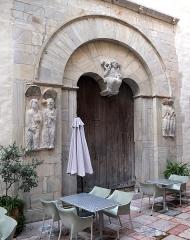 Ancien grand Séminaire - English: Portal of Église Saint-Jean le Vieux de Perpignan.  Ministère de la Culture (France): Base Mémoire:  AP47Z01222
