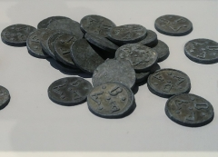 Hôtel de Fleuriau - English: Residential tokens. Tin (?). 18th century. MNM La Rochelle. Inv. MNM.2018.5.1
