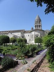 Eglise Sainte-Marie-aux-Dames - Français:   Chevet de l\'église abbatiale Sainte-Marie-aux-Dames à Saintes (17).