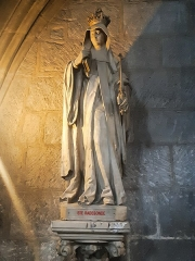 Eglise Saint-Porchaire - Français:   Statue de Sainte Radegonde à Saint-Porchaire de Poitiers