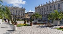 Ensemble formé par la place Stanislas, la rue Héré et la place de la Carrière - Place Stanislas à Nancy le 3 octobre 2016:  grille, fontaines, sol, statues, vasques