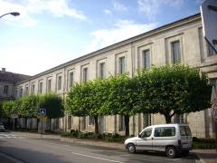 Ancienne abbaye - Français:   Abbaye de Saint-Mihiel (Meuse, France). Corps de bâtiment sud, abritant le musée et l\'office du tourisme