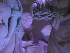 Eglise Saint-Etienne - Mise au Tombeau par Ligier Richier, en l'église Saint-Étienne de Saint-Mihiel (Meuse, France): deux soldats romains jouant aux dés