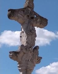 Cimetière - Français:   Balléville - Croix de cimetière - Vierge en verso