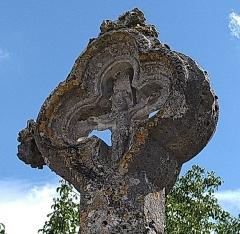 Cimetière - Français:   Vouxey - Croix de cimetière (détail: le christ au recto)