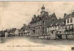 Ancien Hôtel de ville - This building is indexed in the Base Mérimée, a database of architectural heritage maintained by the French Ministry of Culture,under the reference PA00107422 .