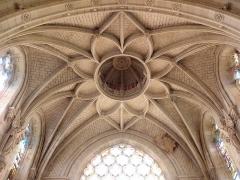 Eglise Notre-Dame - Intérieur de l'église Notre-Dame de Beaufort-en-Vallée (49). Voûtes du croisillon sud.