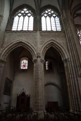 Abbaye bénédictine Notre-Dame d'Evron devenue Couvent de la Charité d'Evron - Français:   Intérieur de la basilique Notre-Dame de l\'Épine d\'Évron (53). Partie gothique de la nef. Costale nord. Élévation.