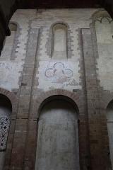 Abbaye bénédictine Notre-Dame d'Evron devenue Couvent de la Charité d'Evron - Français:   Intérieur de la basilique Notre-Dame de l\'Épine d\'Évron (53). Élévation de la nef. Costale nord.