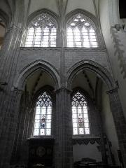 Abbaye bénédictine Notre-Dame d'Evron devenue Couvent de la Charité d'Evron - Français:   Intérieur de la basilique Notre-Dame de l\'Épine d\'Évron (53). Élévation sud des deux travées gothiques de la nef.