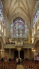 Eglise Notre-Dame - Nederlands:   Alençon (Frankrijk): interieur van de Notre-Damekerk - doksaal en orgel