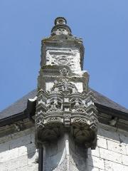 Chapelle Notre-Dame-de-Pitié - Français:   Chapelle Notre-Dame-de-Pitié de Longny-au-Perche (61). Extérieur. Chevet. Dais et pinacle d\'un contrefort.