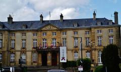 Ancien palais épiscopal, actuellement Hôtel de ville - Deutsch: Rathaus, Bayeux, Département Calvados, Region Normandie (ehemals Nieder-Normandie), Frankreich