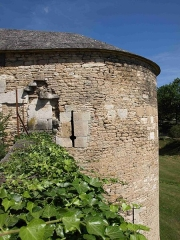 Fortifications - English:   Small tower in Beaune, Burgundy.