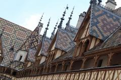 Hôtel-Dieu ou Hospices civils de Beaune - Français:   Cour intérieure des Hospices de Beaune (21).