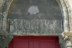 Abbaye Saint-Genest  ou ancienne abbaye Notre-Dame - English:   Nevers (Nièvre).  Église Notre-Dame de Nevers dite église Saint-Genest (XIIe).  L\'église relevait en fait de l'abbaye Notre-Dame, mais était destinée aux habitants du quartier. L\'église était entourée d'un cimetière.  Aux XVIIe et XVIIIe siècles, c\'est l\'ancienne église paroissiale des faïenciers, rue Saint-Genest. Le faïencier Antoine Conrade* y aurait été inhumé en 1648.  Vendue comme bien national en 1791.  Le clocher en flèche, couvert de tuiles faïencées, aurait été détruit en 1794.  En 1834-1836, l\'église perdra son abside et ses absidioles orientales lors d\'une opération d\'alignement de la rue Saint-Genest.  Aux XIXe et XXe siècles, l\'église servira de brasserie, de dépôt de vin, puis de garage.  L\'église Saint-Genest de Nevers aurait été vendue aux gérants de la faïencerie Georges en 2013.  Le linteau très abîmé représente les apôtres.  Dans son ouvrage \