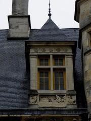 Palais Ducal - Français:   Palais ducal de Nevers (58). Lucarne.
