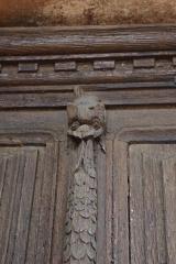 Eglise -  Détail de la porte de l'église de Loché (71)