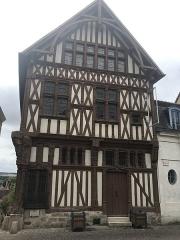 Maison de bois ou maison du bailli - Français:   Maison du Bailliage à Joigny, XVIe siècle.