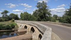 Pont sur le Serein - Pont sur le Serein sur le C. D. 957, Montréal, Yonne A la sortie de Montréal, sur la route menant à Santigny