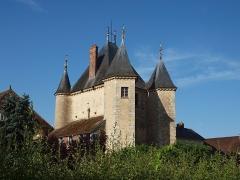 Portes de Sens et de Joigny - Porte de Joigny vue depuis le Boulevard Émile Peynot à Villeneuve-sur-Yonne (Yonne, France)