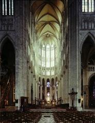 Cathédrale Saint-Pierre - This building is classé au titre des monuments historiques de la France. It is indexed in the base Mérimée, a database of architectural heritage maintained by the French Ministry of Culture,under the reference PA00114502 .