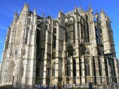 Cathédrale Saint-Pierre - Français:   Imposante cathédrale qui prit naissance au début du XIIIème siècle