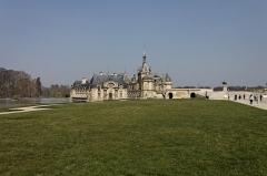 Domaine de Chantilly (parc également sur communes d'Avrilly-Saint-Léonard et Vineuil-Saint-Firmin) -  Le château de Chantilly.