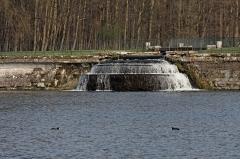 Domaine de Chantilly (parc également sur communes d'Avrilly-Saint-Léonard et Vineuil-Saint-Firmin) -  Vue du parc du château de Chantilly.