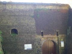 Ancien château fort de Guise - Château de Guise (Aisne, France): châtelet d'entrée