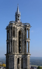 Ancienne cathédrale, actuellement église Notre-Dame, et cloître - Deutsch: Südostturm der Kathedrale Notre-Dame von Laon, Picardie, Frankreich (Ansicht vom Südwestturm)