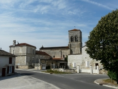 Eglise Saint-Christophe - Français:   L\'église Saint-Christophe dans le village de Vindelle, Charente, France.