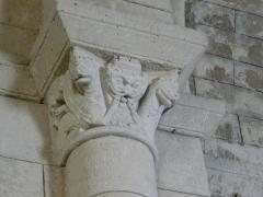 Eglise Saint-Christophe - Chapiteau de l'église Saint-Christophe de Vindelle, Charente, France.