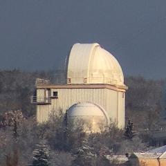Observatoire de Haute-Provence - English: Photograph of l'Observatoire de Haute Provence showing the 152cm telescope with a light dusting of snow.