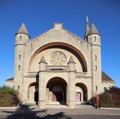 Eglise du Sacré-Coeur : l'église ; les façades et toitures du presbytère, de l'ancienne cité paroissiale, actuel centre universitaire catholique, et la clôture de ces bâtiments (cad. AV 222, 223) : inscription par arrêté du 2 août 2012 - Église du Sacré-Cœur de Dijon (21). Extérieur.