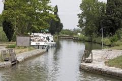 Canal du Midi : écluses de Fonsérannes -  The New-Port built to connect to the Canal Bridge