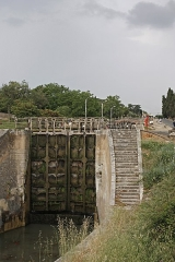 Canal du Midi : écluses de Fonsérannes -  Lock nº. 2, condemned by the construction of the New Bridge.