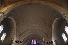 Eglise de la Sainte-Trinité-Notre-Dame - Français:   Intérieur de l\'église Sainte-Trinité de Tinténiac (35). Coupole de la nef.