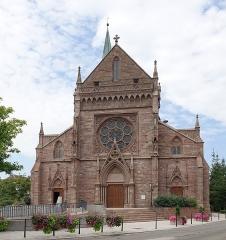 Eglise catholique Saint-Etienne - Français:   Façade de l\'église Saint-Étienne de Cernay (Haut-Rhin, France).