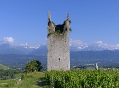 Site archéologique de Chignin - English: Sight of the northern side of Tour des Archers tower, in Chignin, Savoie, France.