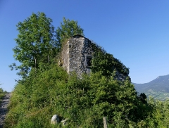 Site archéologique de Chignin - English: Sight, in the morning, of Tour de Bourdeau ruined tower of Chignin, Savoie, France.