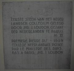 Cité internationale universitaire : pavillon ou collège néerlandais (fondation Juliana) - English: The foundation stone laid at the groundbreaking ceremony of the College Neerlandais in Paris on 16 November 1929.