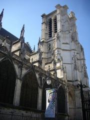 Cathédrale Saint-Pierre Saint-Paul - Français:   Cathédrale Saint-Pierre-et-Saint-Paul de Troyes (Aube, France): tour et flanc nord